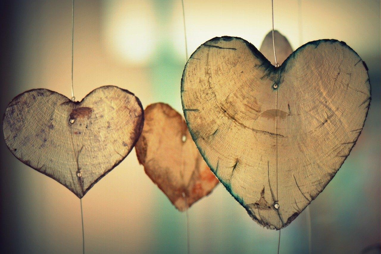 صورة كيفية جعل فتاة تحبك , لا تحتار كثيرا هكذا توقع البنت في حبك