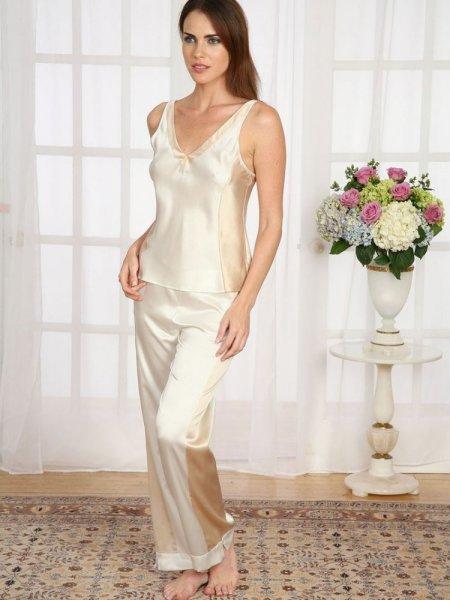 صورة ملابس العروس في البيت , احلي الملابس