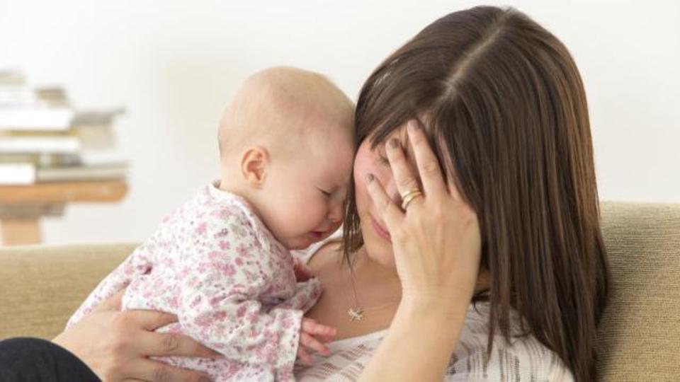 صورة التخلص من اكتئاب بعد الولادة , كيفه علاج الحاله النفسيه
