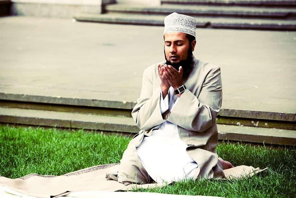 صورة رؤية رجل دين في المنام , تفسير المنامات