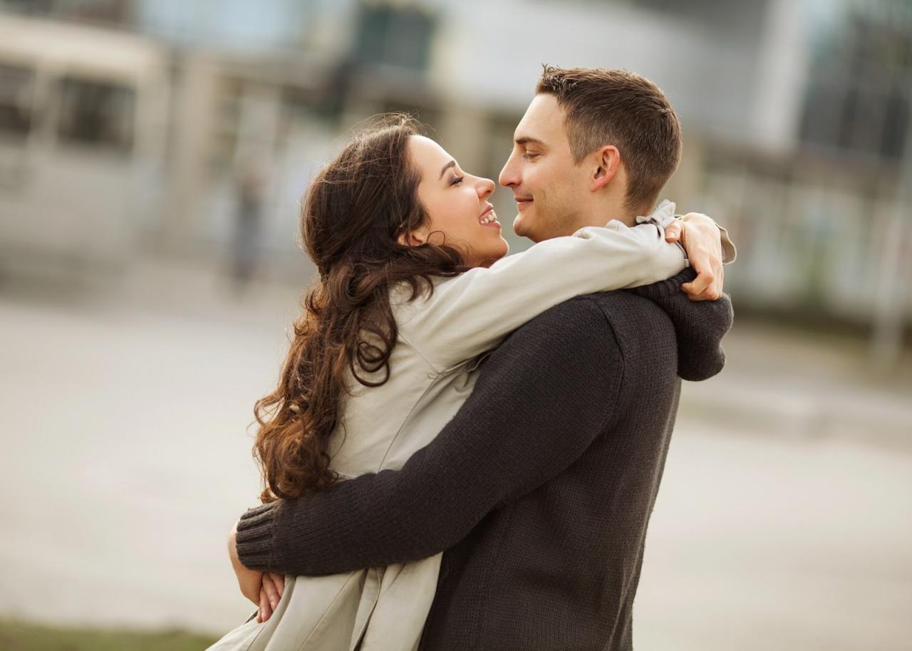 صورة عندما تعشق المراة , اجمل معاني الحب