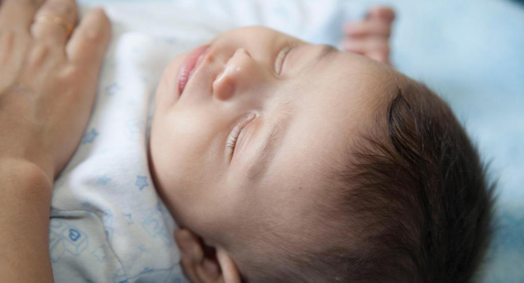 بالصور كيف اعدل نوم طفلي عمره سنه , تنظم يوم طفلى وتحديد معاد النوم 1308 2
