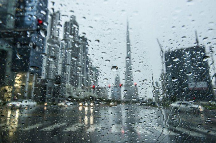 صورة تفسير حلم المطر الغزير للعزباء , رؤية المطر الغزير في المنام 2619 1