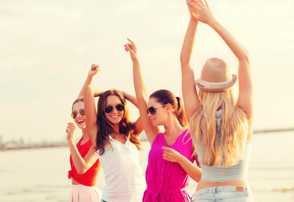 صور كيف تعرف ان صديقك يحبك , مظاهر الحب بين الاصدقاء
