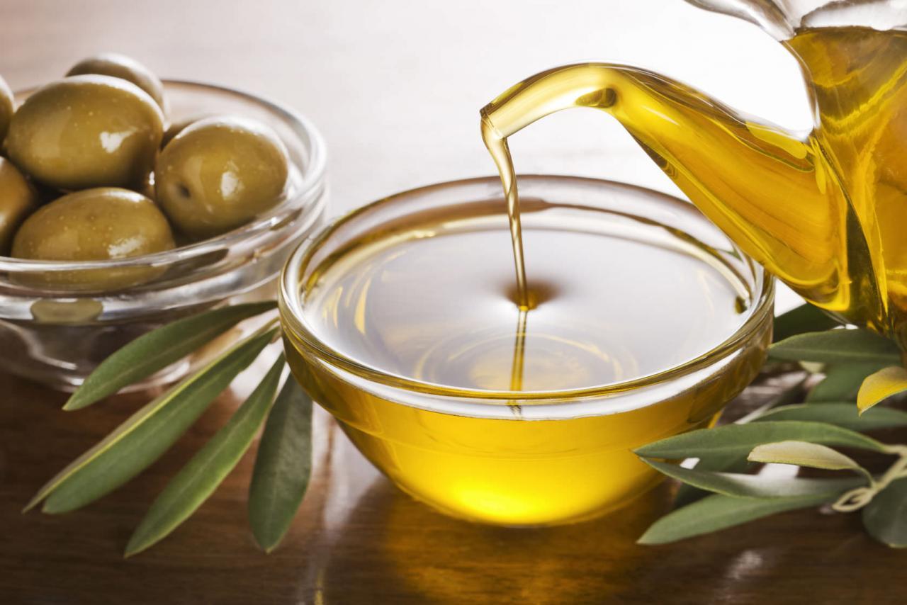 صور كيفية استخدام زيت الزيتون , ما هى الفائده الاولى لزيت الزيتون