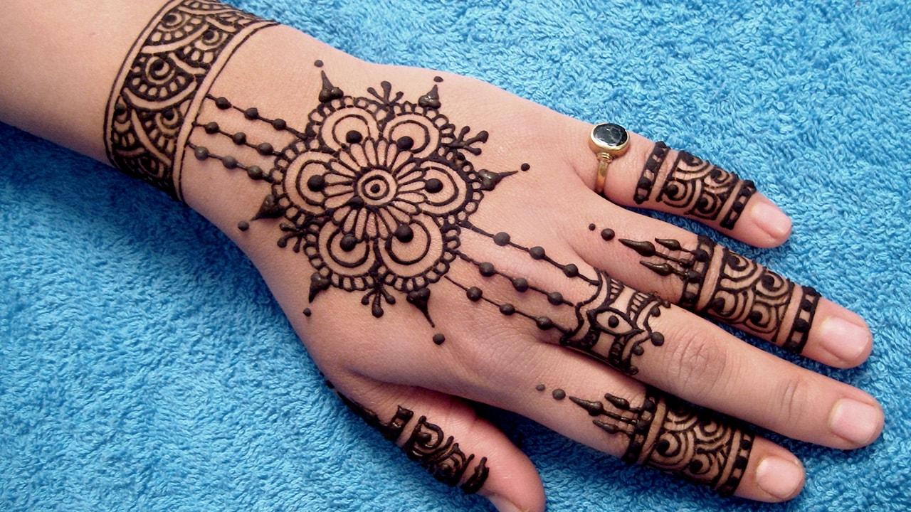 صور تفسير حلم الحناء في اليد للمتزوجة , تاويل رؤية الحناء في يد المتزوجه ورؤيته بصفه عامه