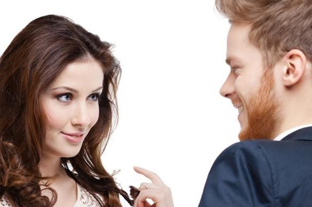 صور علامات اهتمام المراة بالرجل , مظاهر اعجاب المراة بالرجل