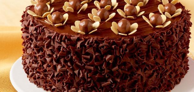 صورة طريقة تزيين الكيك بالشوكولاته بالصور , تعلمي حرفة تزيين الكيك باحلى شكولاته
